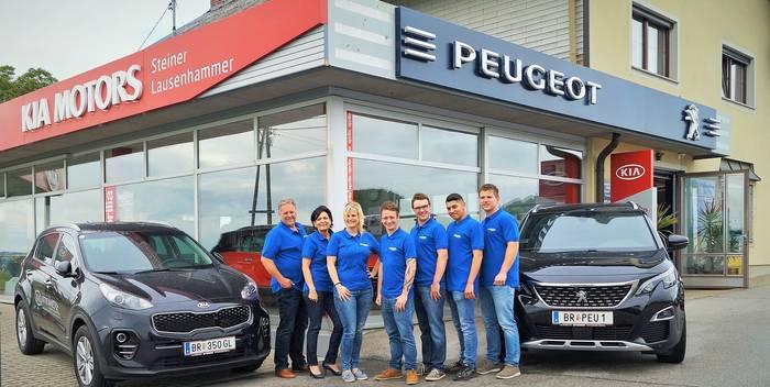 Team vor Autohaus