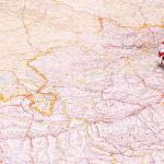 Oltimer Modellauto auf Landkarte